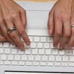 female hands_rings_typing_fotopedia